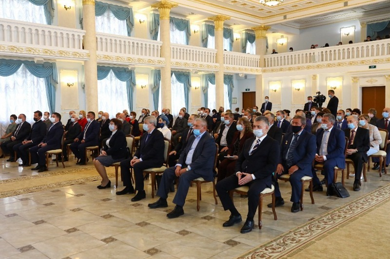 Радий Хабиров вручил государственные награды России и Башкортостана