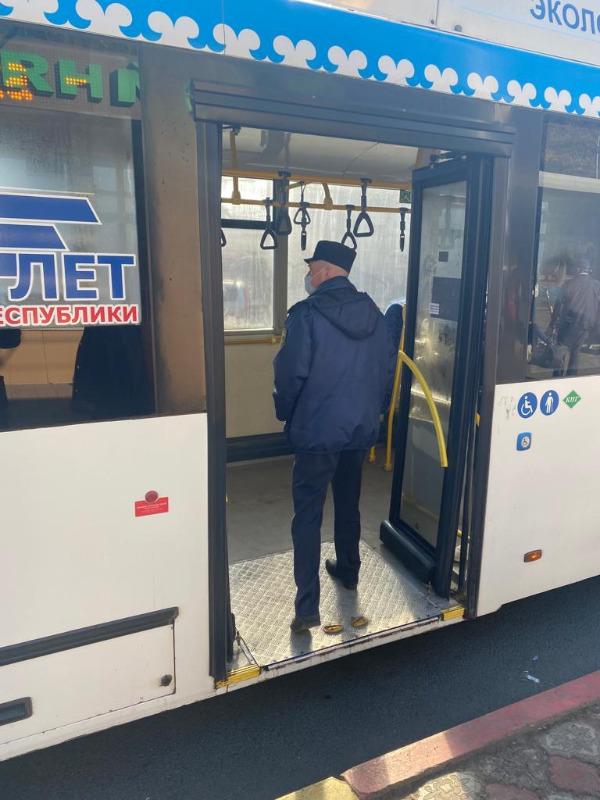 В Башкирии увеличили число рейдов по соблюдению масочного режима в общественном транспорте