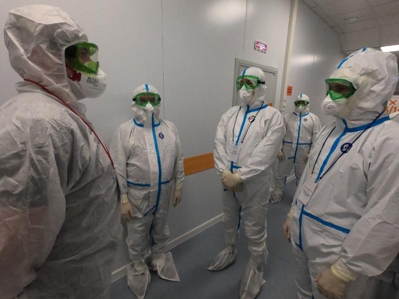Радий Хабиров посетил красную зону ковид-госпиталя в Зубово